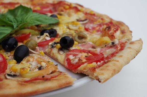 pizza-1081543_640